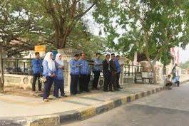 Para Peserta Upacara 17 Agustus asyik nongkrong